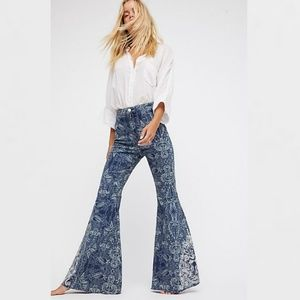 NWT Free People Embroidered Float On Flare Jeans